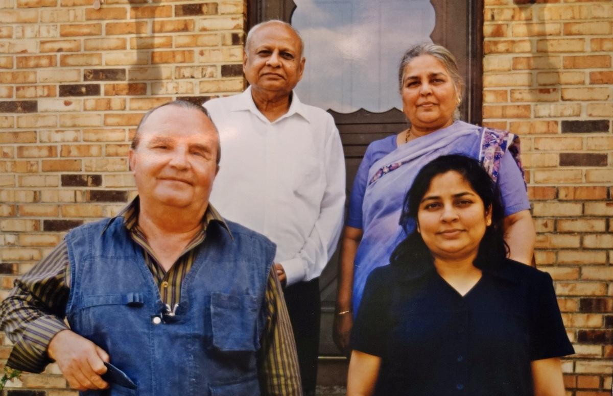 Georges van Vrekhem with Jagdishchandra Vyas, Charulata J Vyas and Dolly Sinha 1200
